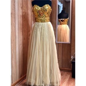 Prom Dress/ Homecoming Court Dress/ Formal Gown
